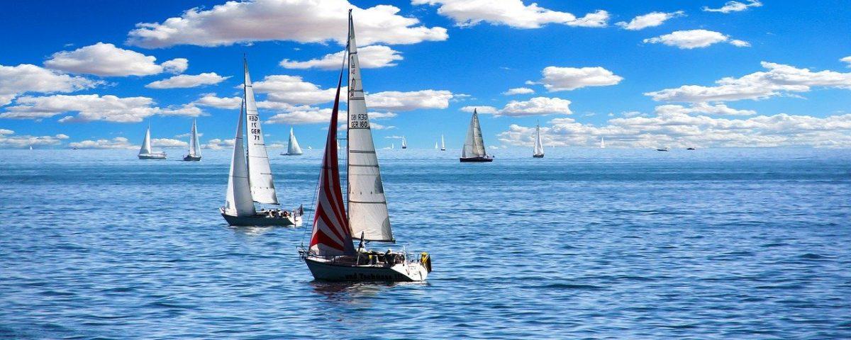 Zeilboten op zee